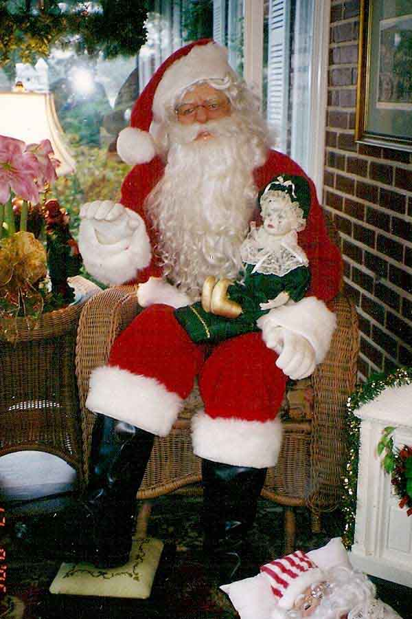 santa with doll - Christmas Animatronics